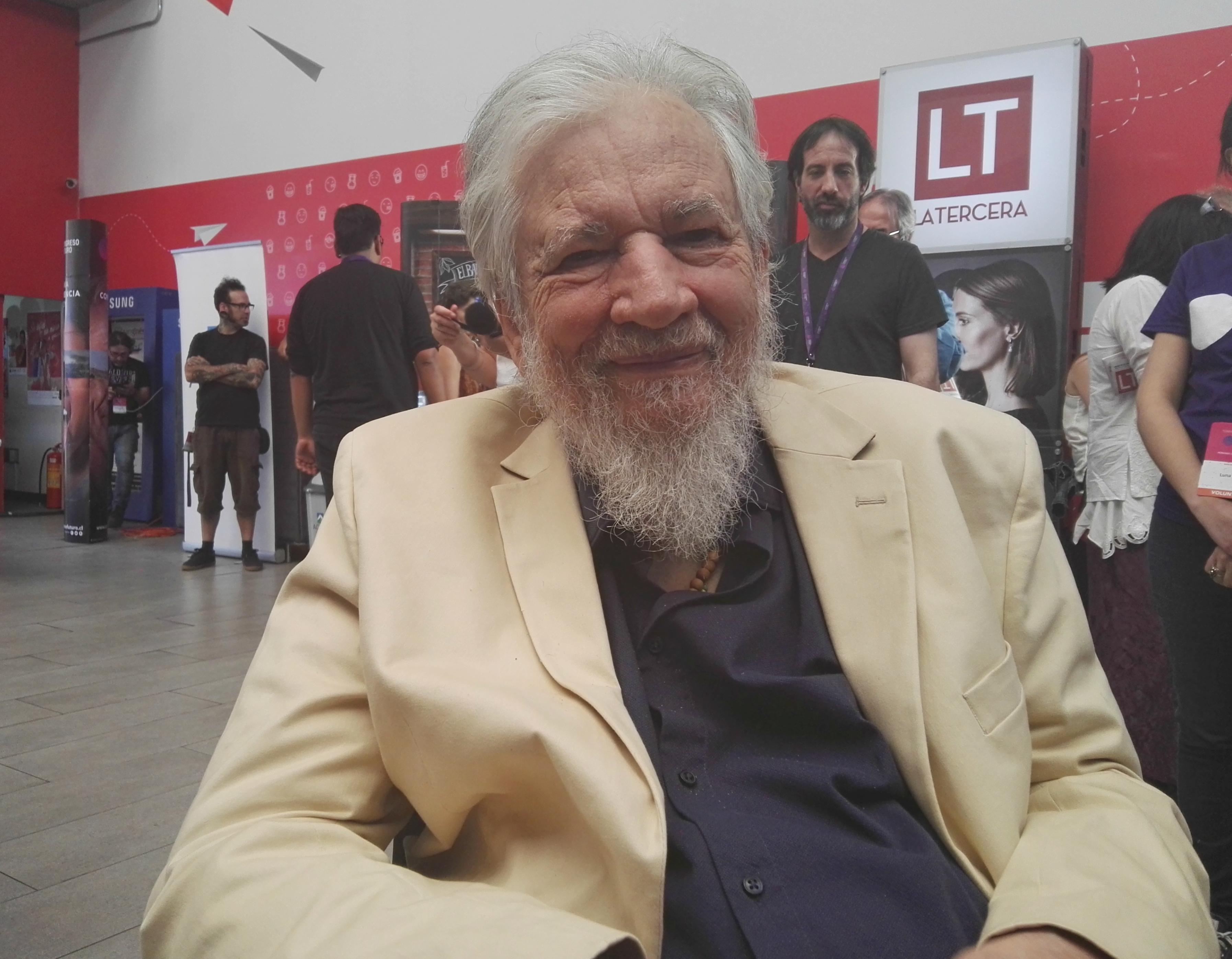 """Claudio Naranjo: """"Es un crimen internacional cobrarle a los estudiantes. Eso es para dominarlos y tenerlos sometidos"""""""