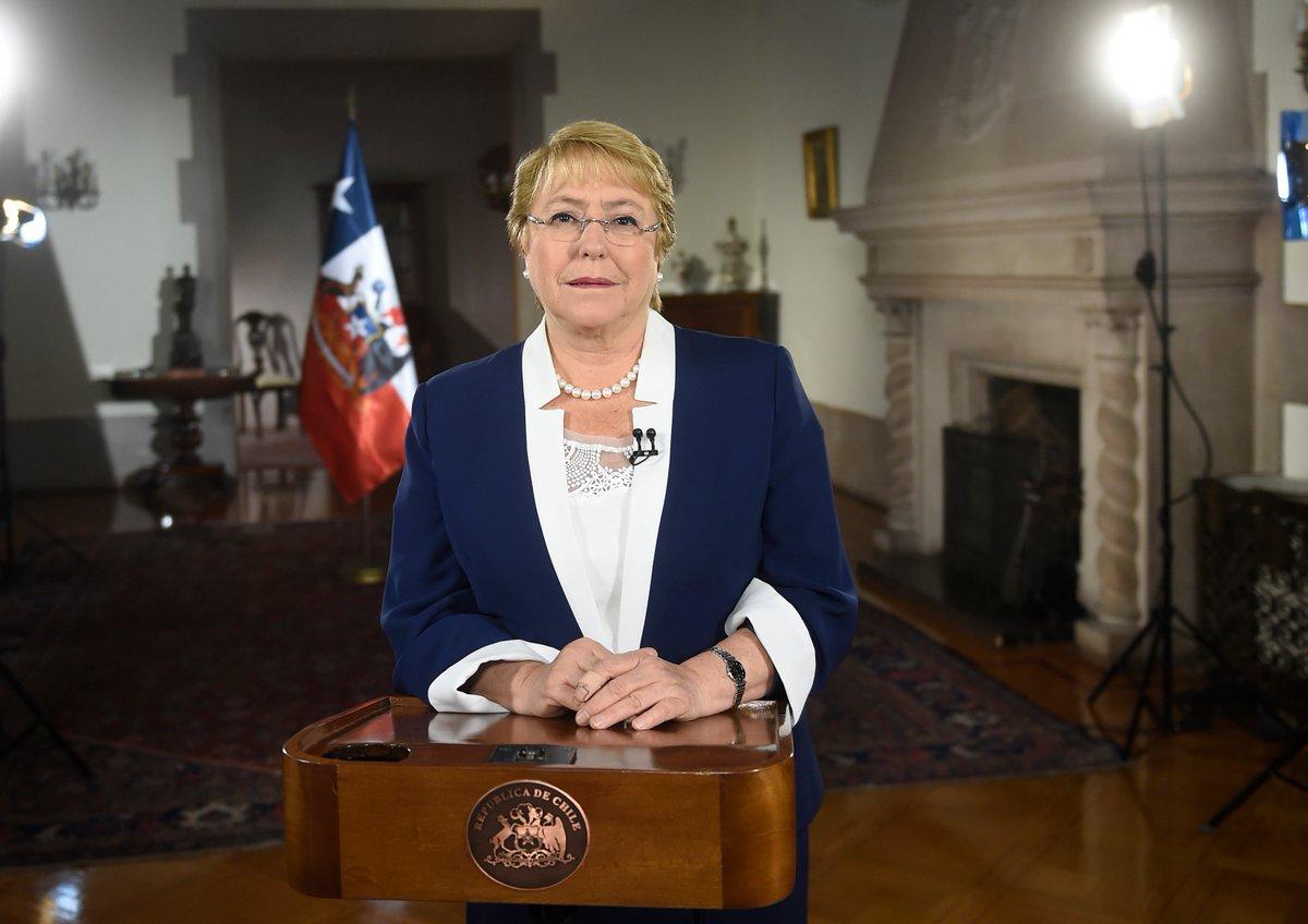 """UDI a Presidenta Bachelet: """"El Chile mejor del que habla solo existe en su cabeza"""""""