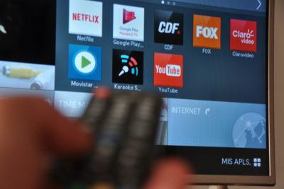 Qué televisor elegir para aprovechar las liquidaciones y no arrepentirte de tu compra