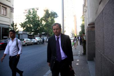 Varela en tela de juicio por posible conflicto de interés: tiene nexos con agencia que asesora a colegios