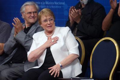 Disidentes y condena a violaciones a DD.HH: la petición de Guillier y Walker a Bachelet por su viaje a Cuba