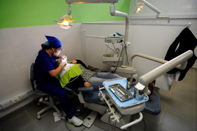 Dentistas egresados de estatales rendirán inédito examen de acreditación