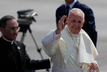 Demoledor titular de la revista Time por la visita del Papa Francisco a Chile
