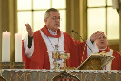 Cuestionado obispo Juan Barros tuvo participación estelar en la misa del Papa