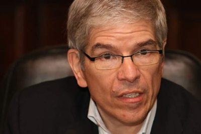 """Economista jefe del Banco Mundial se retracta y afirma que no vio """"manipulación política"""" en informe"""