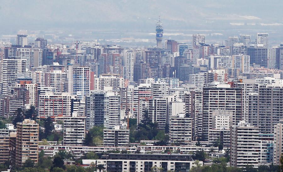 """""""Hasta $1.665.399: el sueldo que debes tener para vivir en distintas comunas de la RM"""""""