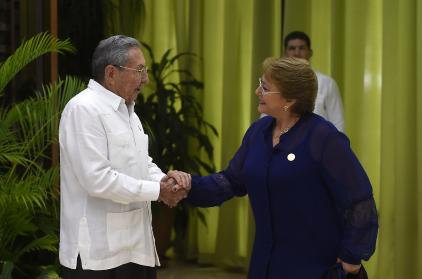 Agenda de Bachelet en Cuba: reunión con Raúl Castro y visita a la escuela Salvador Allende