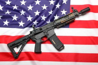 Solo en EE.UU.: candidato a Congreso sortea un rifle AR-15 tras tiroteo en Florida