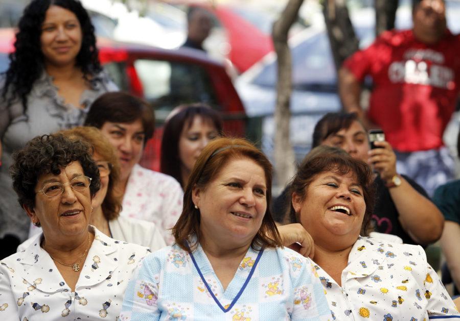 Mujeres presentan niveles más altos de autoestima a mayor edad