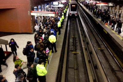 Metro de Santiago presenta falla en Línea 1 y genera retraso en frecuencia de trenes