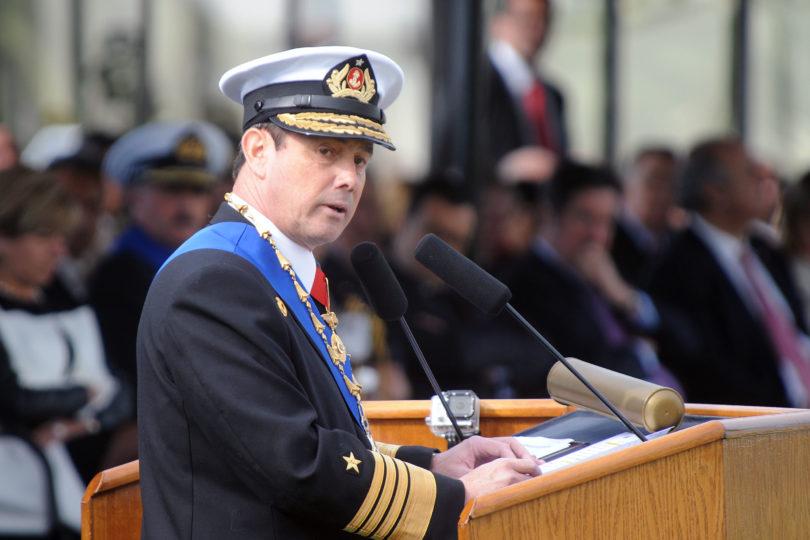 Ex comandante en jefe de la Armada iguala la pena de muerte con el aborto en polémica caricatura