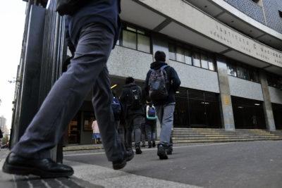 Más de mil alumnos se quedaron sin matrícula en la comuna de Santiago