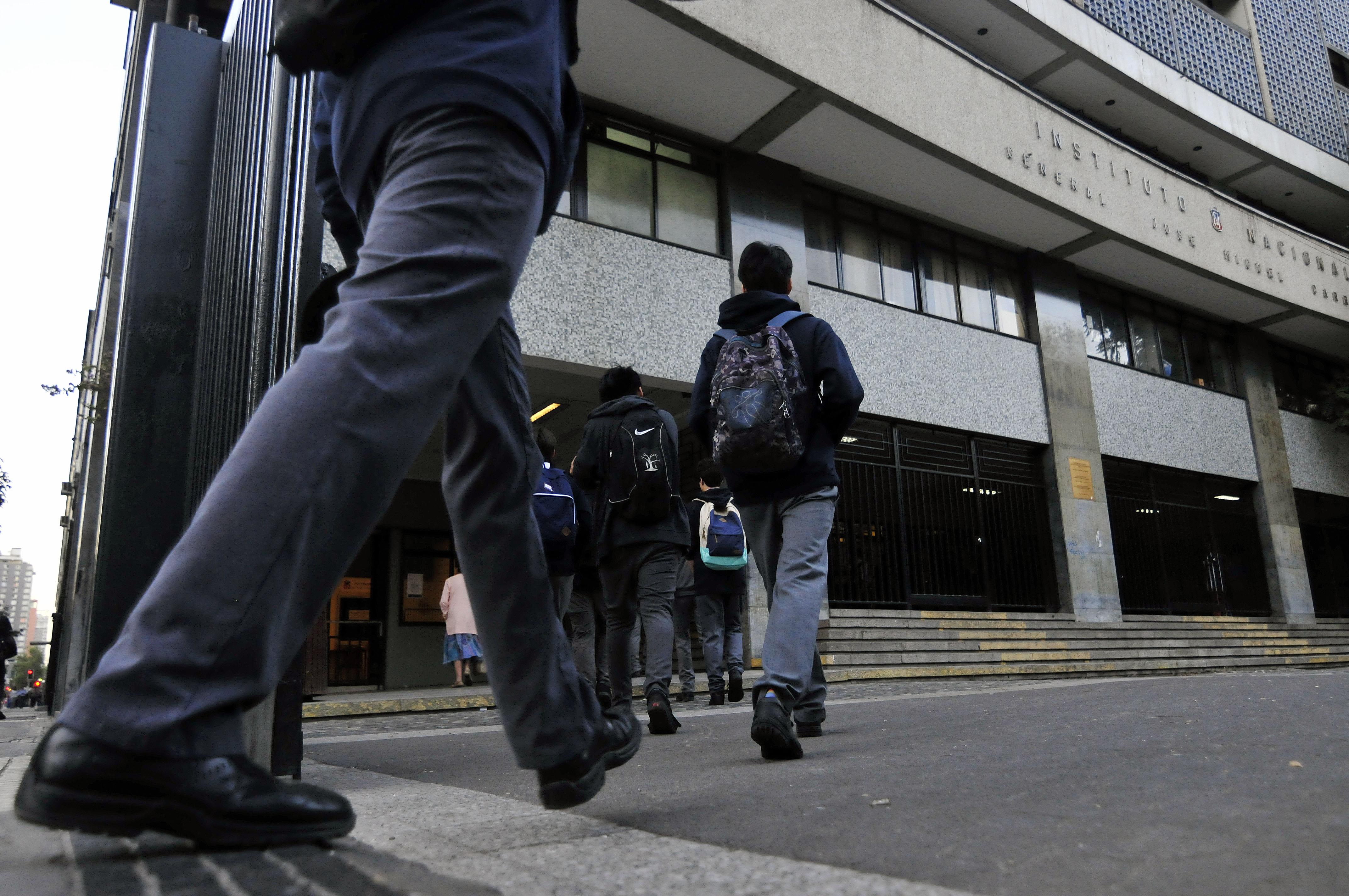ICCS: 57% de los escolares chilenos de 8vo básico está a favor de vivir en dictadura