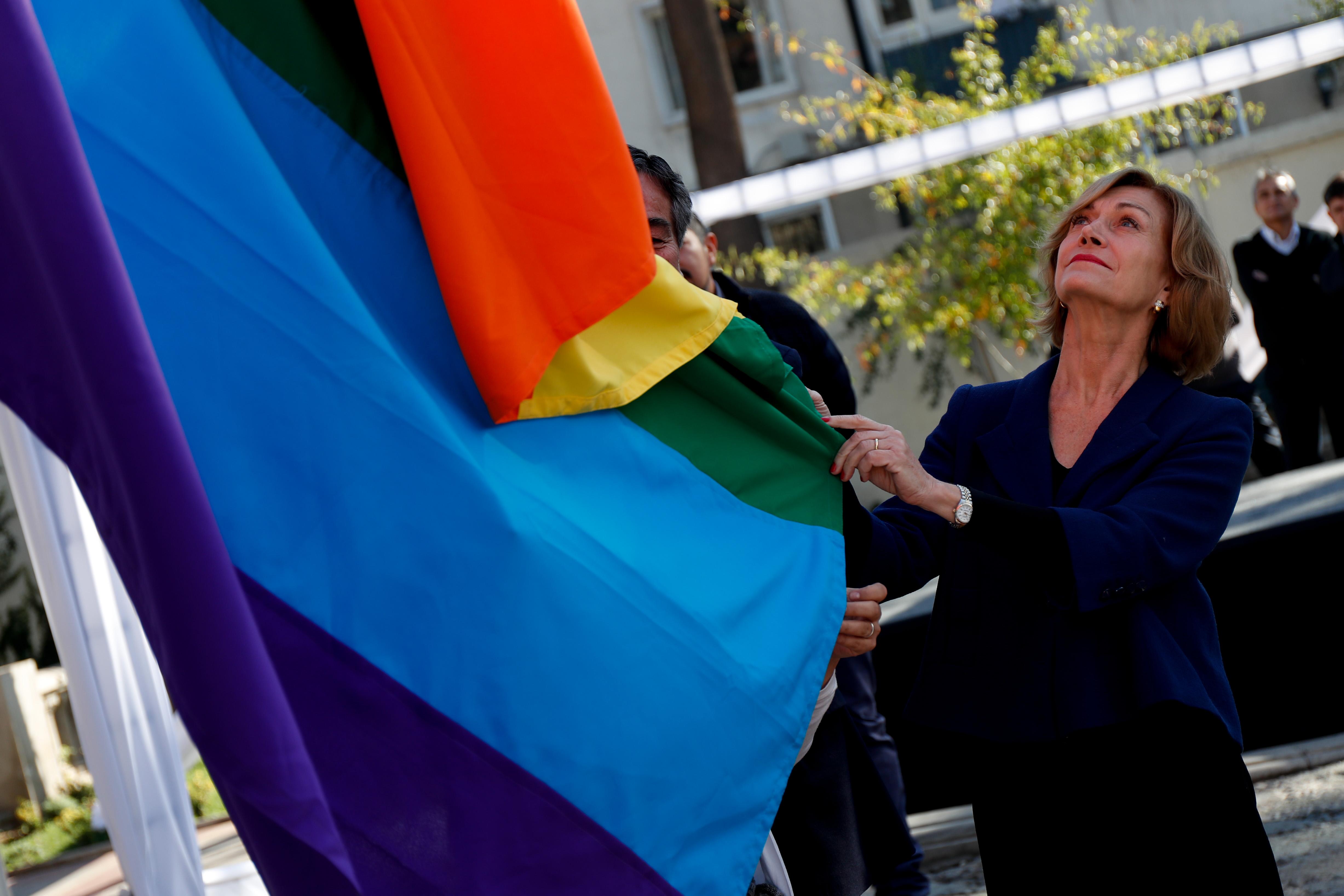 Movilh aplaude a Matthei por circular que pide respeto a personas trans
