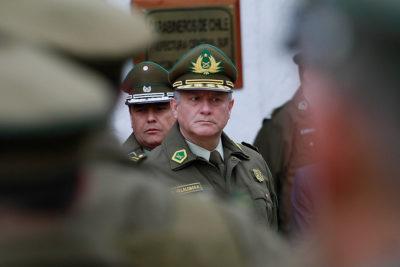 Carabineros y Ejército pagan auto, chofer, bencina y tag vitalicio a ex altos mandos por decreto reservado