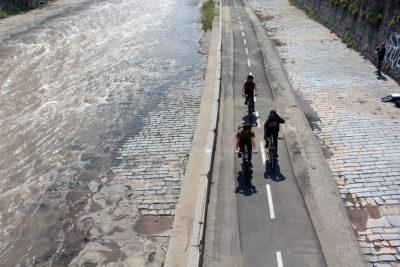 Uso de bicicleta en Chile: 58%  declara no usar casco y un 72% circula por las veredas