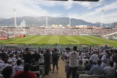 FOTO |Era Ruiz-Tagle en Blanco y Negro partió con controles policiales a la prensa en el Estadio Monumental