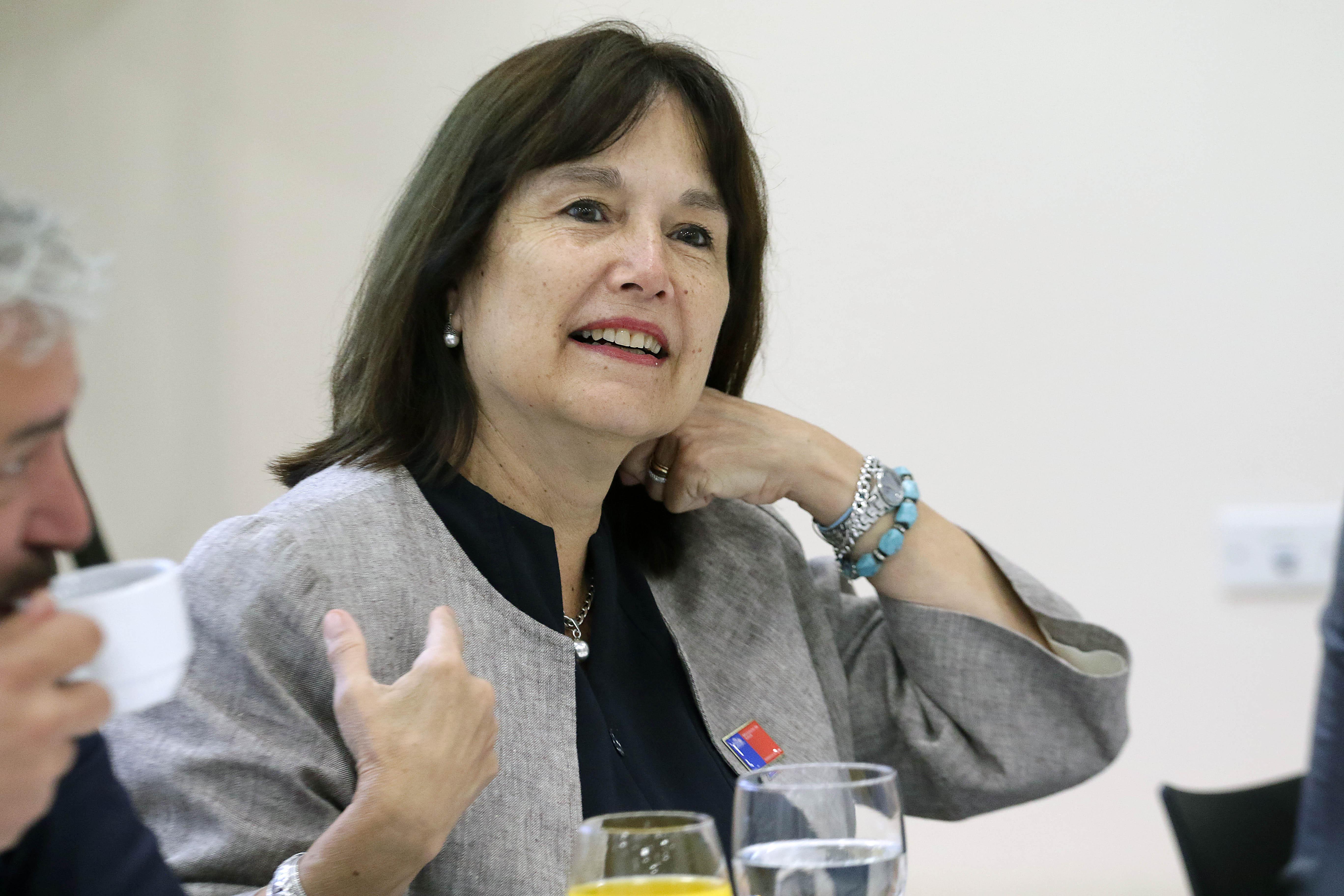"""""""Ministra Carmen Castillo fue ratificada en abultado bono: recibirá $80 millones tras dejar su cargo"""""""