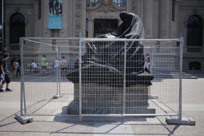 Organización de la Fórmula E se hará cargo de la restauración de escultura dañada en el frontis del MNBA