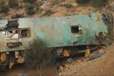 Sube a 44 el número de muertos en accidente de bus en Perú