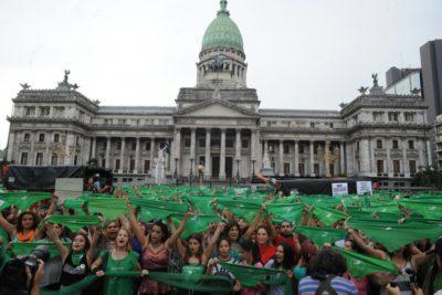 Diputados argentinos aprueban proyecto para despenalizar el aborto