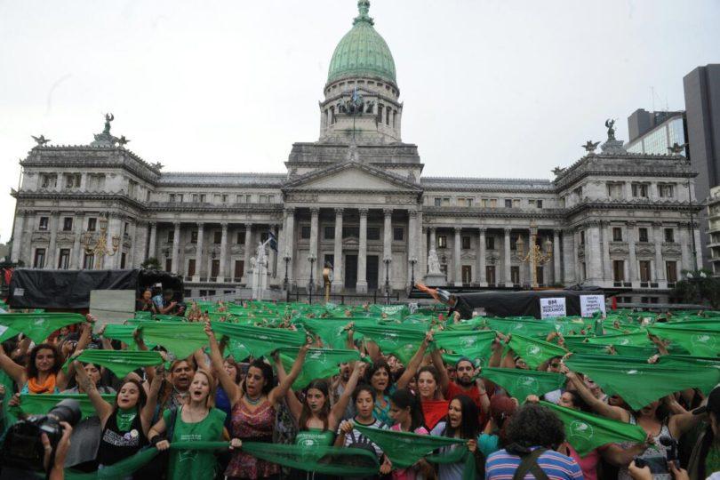 Miles De Personas Se Manifiestan Para Legalizar El Aborto En Argentina