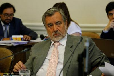 """""""Es escandaloso"""": Guillier reaparece con crítica al Gobierno por acuerdo con SQM"""