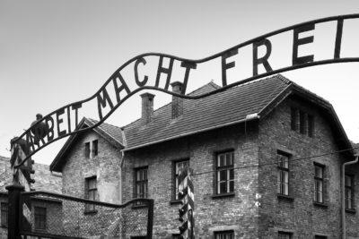 Pese a oposición de Israel, Polonia penará con cárcel vinculación del país con el Holocausto