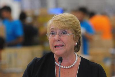 VIDEO | Presidenta Bachelet se complica al leer texto tras su vuelta de vacaciones