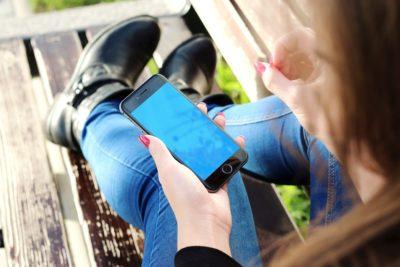Cómo 600 escuelas en Estados Unidos solucionaron la adicción al teléfono celular de sus alumnos