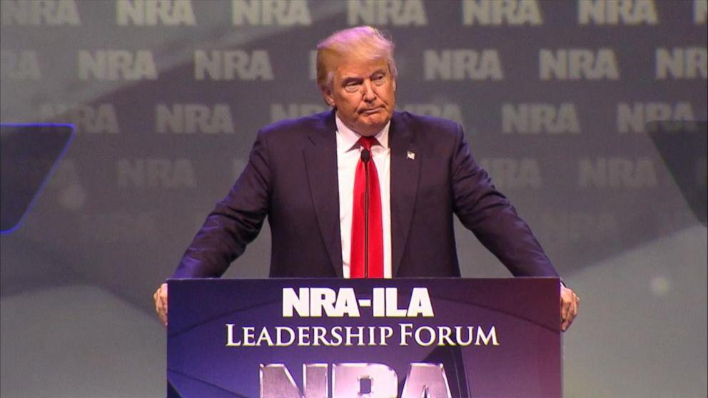 Donald Trump analizar armar a profesores para enfrentar tiroteos en escuelas