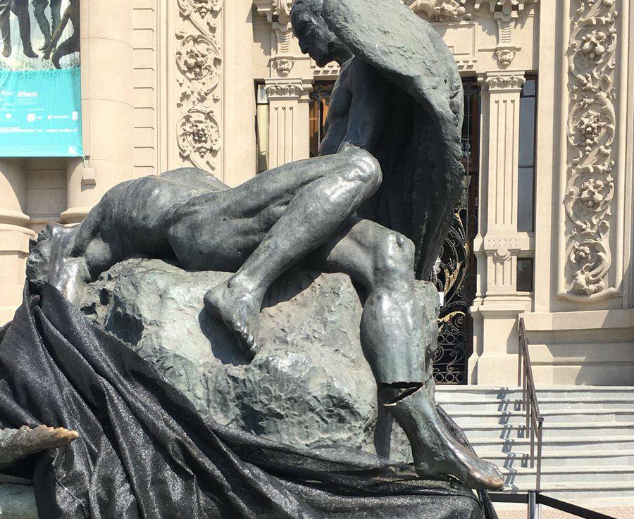 """""""FOTOS   Confirman que daño en icónica escultura del Museo de Bellas Artes fue por la Fórmula E: arreglo cuesta 100 mil dólares"""""""