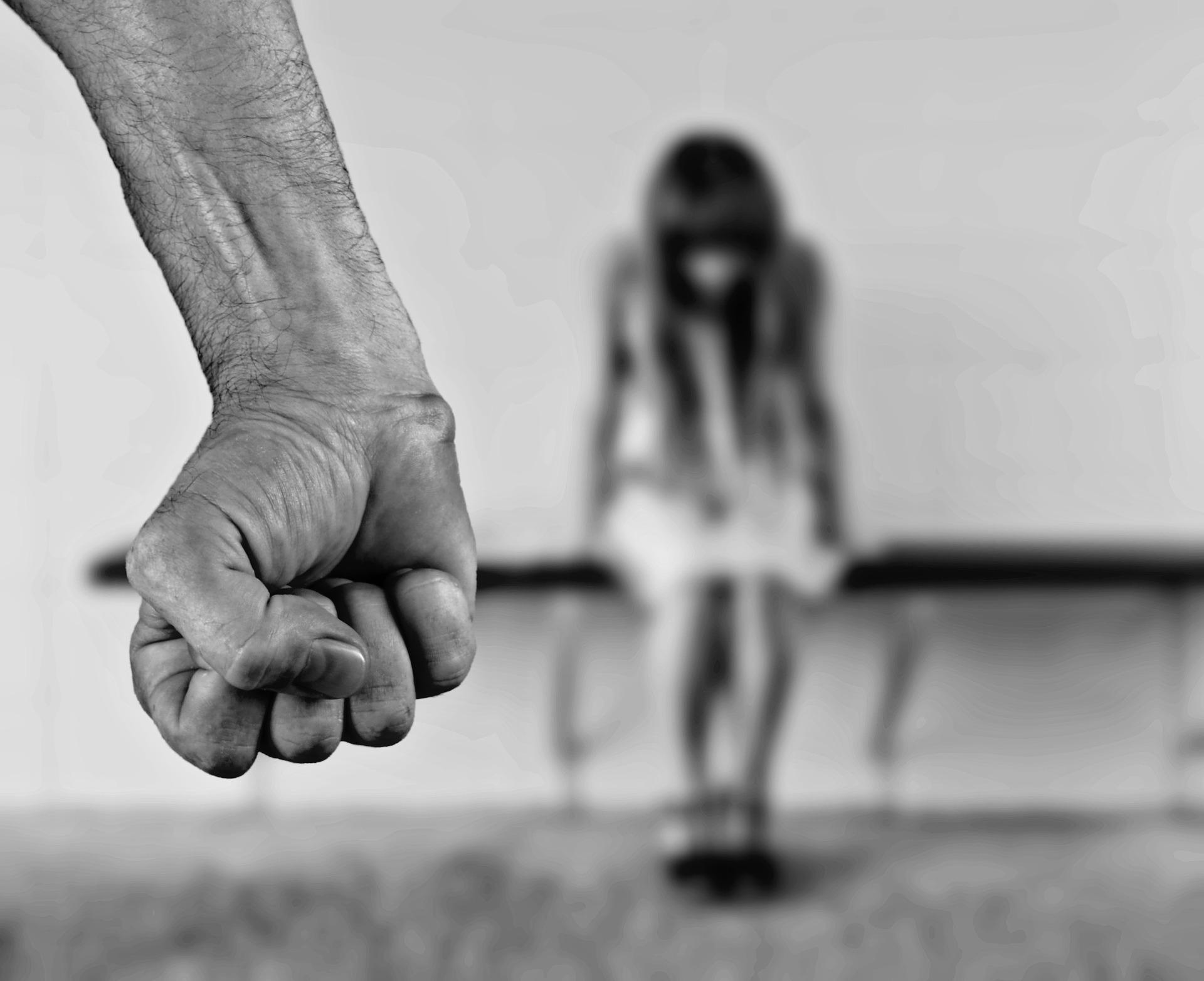 La urgente necesidad de legislar contra la violencia en el pololeo
