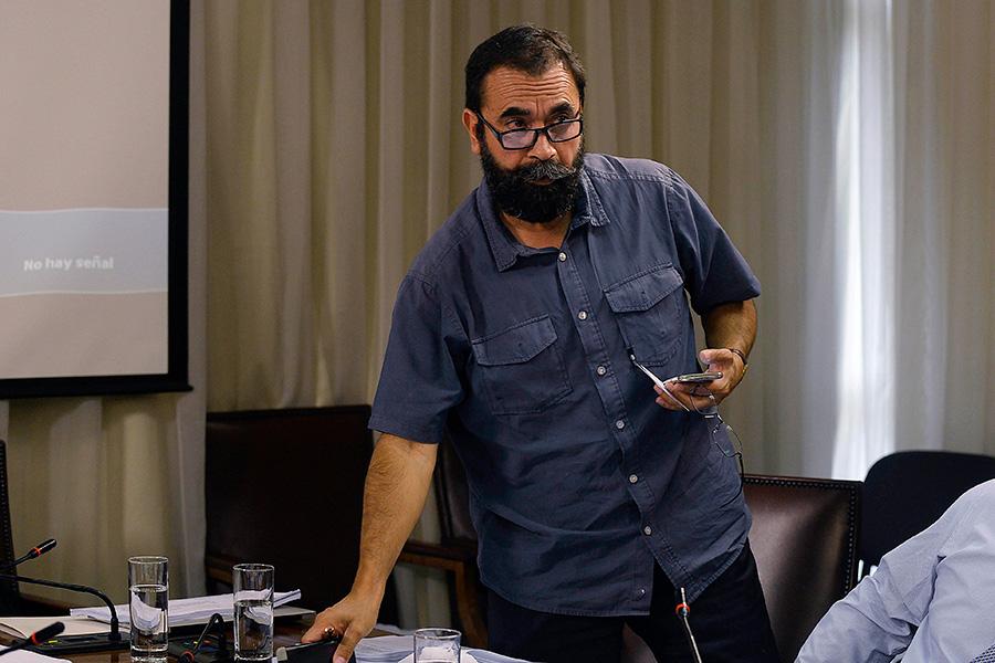 Hugo Gutiérrez vuelve a caer en fake y embajador Valdés se encarga de desmentirlo