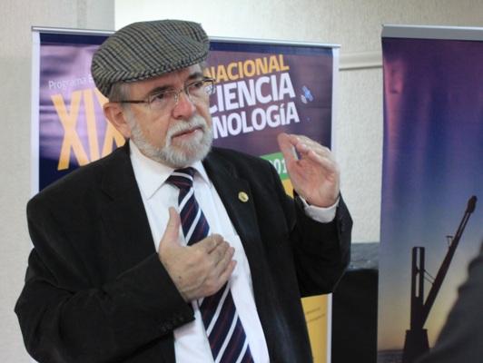"""Premio Nacional José Maza y exclusión de Ciencias en colegios: """"¿Queremos jóvenes lo más ignorantes posible?"""""""