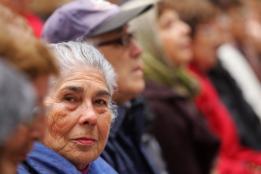 OCDE llama a aumentar la edad de jubilación de mujeres en Chile