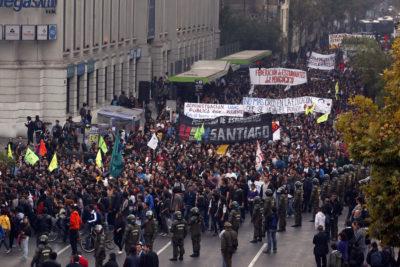 Marcha contra las armas: la editorial que compara las protestas de escolares de EE.UU. con el movimiento estudiantil chileno