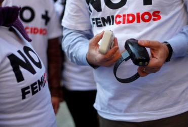 Violencia intrafamiliar: aprueban uso de brazalete electrónico para agresores