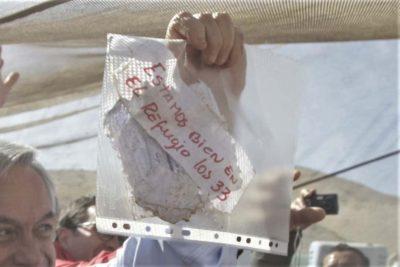 """Minero autor de frase """"Estamos bien en el refugio los 33"""" demanda al Estado"""