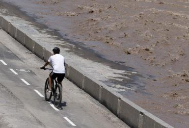 Mujer cayó al Río Mapocho cuando intentaba huir de presunto acosador