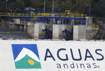 Ministerio Público investigará caso de malos olores en el agua potable de La Reina y Las Condes