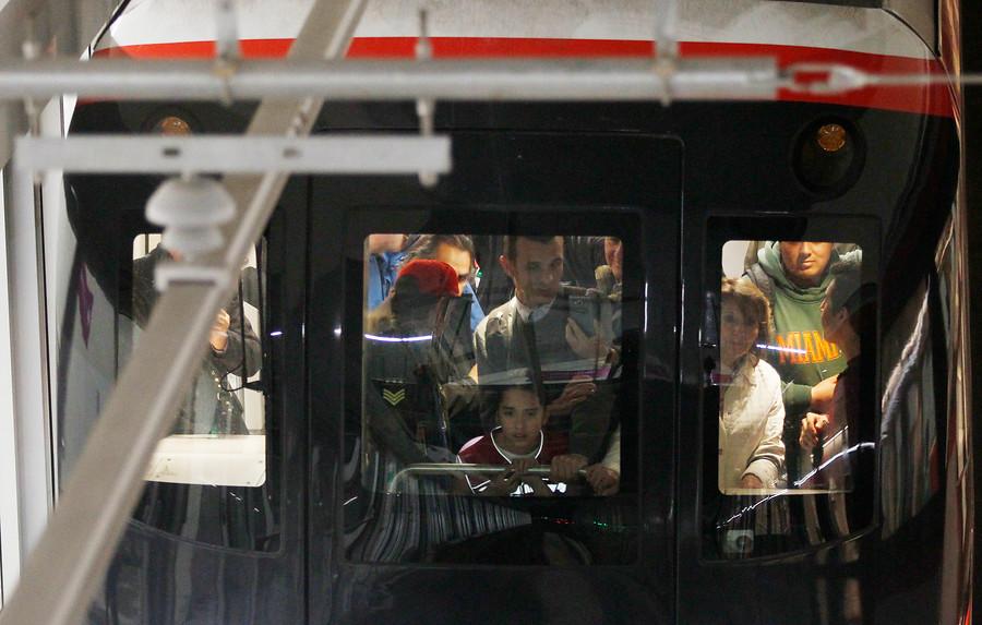 Metro comienza marzo con fallas masivas en tres de sus líneas