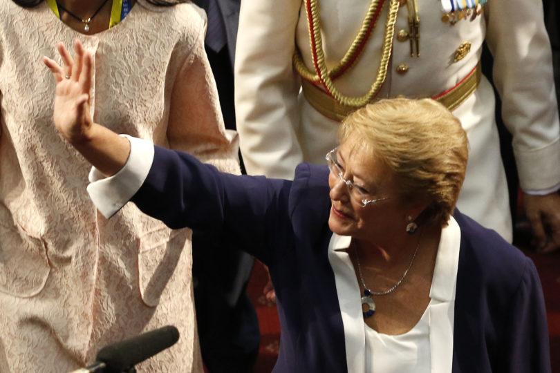 Gobierno de Michelle Bachelet aumentó gastos en vehículos, viáticos y horas extras