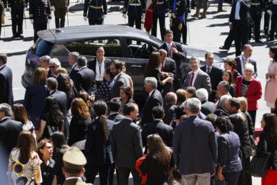 Como paseo de curso: ministros de Michelle Bachelet arrendaron bus para ir al cambio de mando