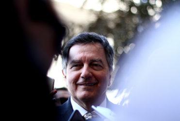 Canciller Ampuero hace caso omiso a Piñera y ratifica viaje de Alejandro Guillier a La Haya