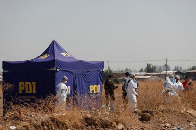 Encuentran restos de una mujer en La Pintana: estaban en una bolsa plástica y abandonados en una acequia