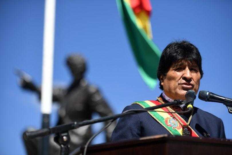 Evo Morales refuerza presencia de militares bolivianos en frontera con Chile