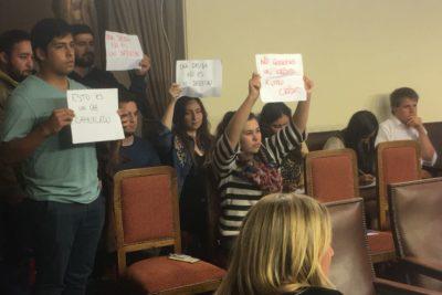 """Estudiantes critican propuesta de nuevo CAE: """"Nuestro horizonte no es cambiar un crédito por otro"""""""