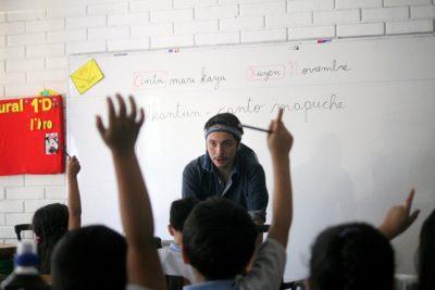 Libro de la U. de Chile reúne material pedagógico inédito para enseñar mapuzugun en aulas