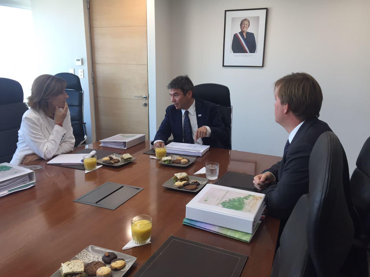 """""""Futura Ministra de Medio Ambiente, Marcela Cubillos, sostuvo reunión bilateral con el actual ministro, Marcelo Mena"""""""